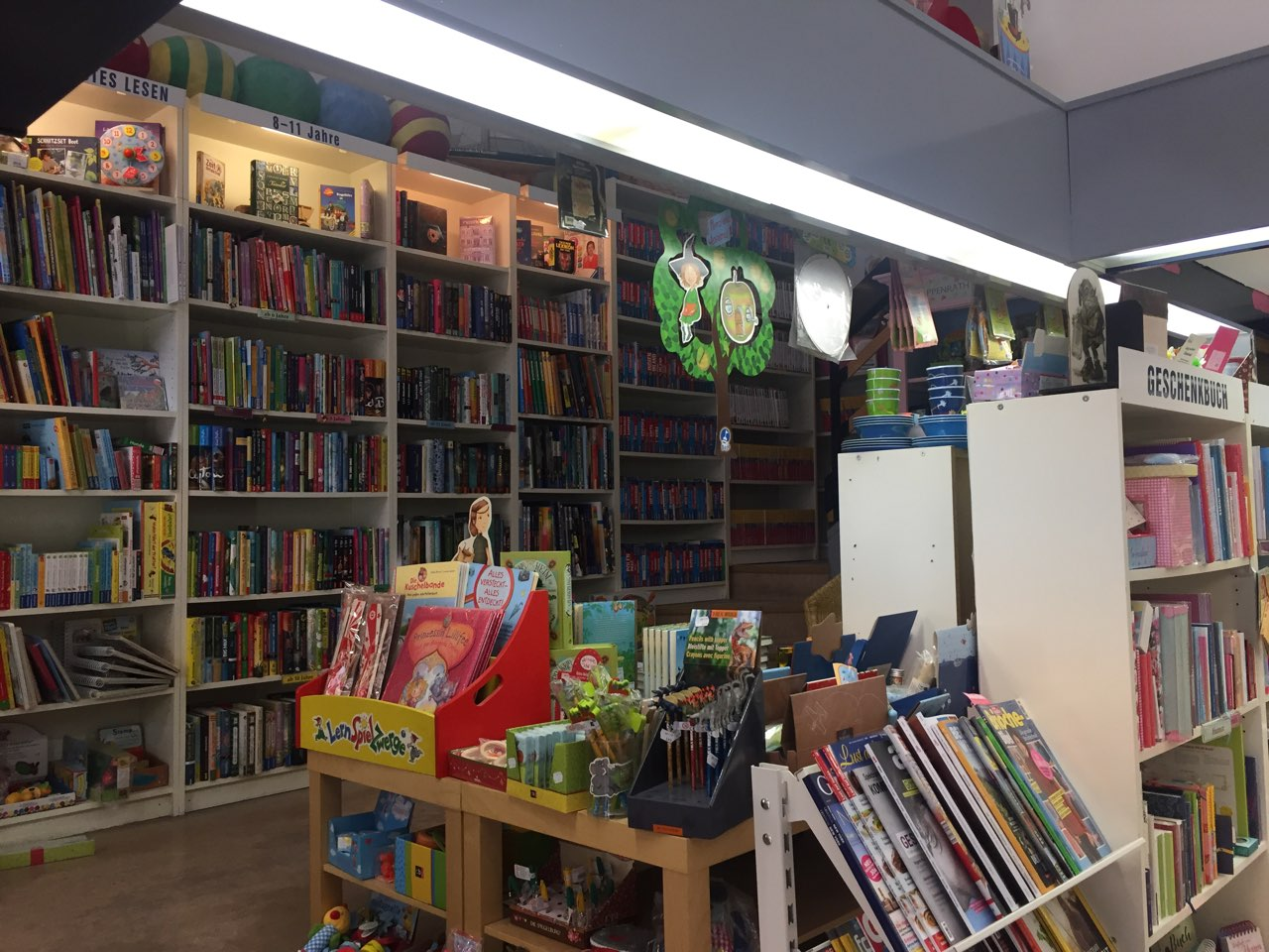 Aufsteller mit Büchern